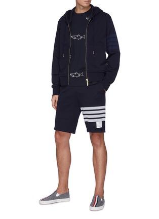 模特儿示范图 - 点击放大 - THOM BROWNE - 四重条纹纯棉短裤