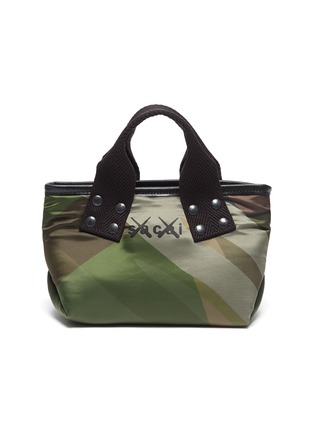 首图 - 点击放大 - SACAI - X KAWS涂鸦迷彩小号托特包