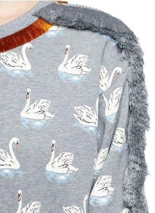 细节 - 点击放大 - STELLA MCCARTNEY - 流苏装饰天鹅图案纯棉卫衣