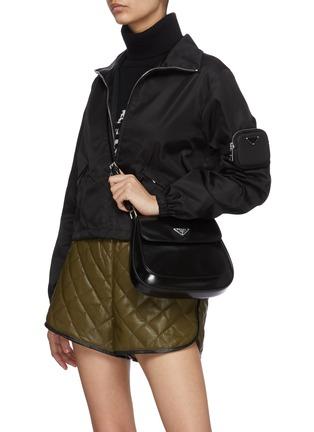 模特儿示范图 - 点击放大 - PRADA - CLEO翻盖口袋真皮单肩包