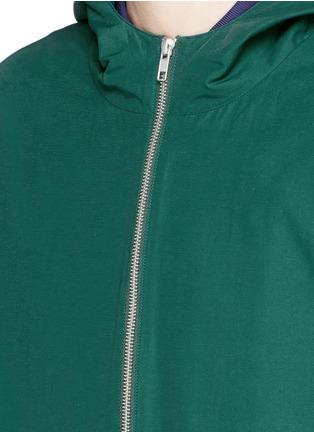 细节 - 点击放大 - MCQ ALEXANDER MCQUEEN - 胶印装饰混棉连帽外套