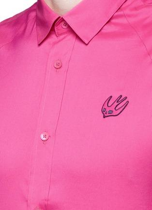 细节 - 点击放大 - MCQ ALEXANDER MCQUEEN - 燕子刺绣纯棉衬衫
