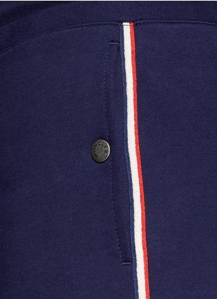 细节 - 点击放大 - Moncler - 条纹拼贴纯棉休闲短裤