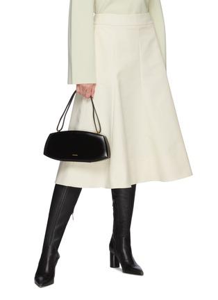 模特儿示范图 - 点击放大 - JIL SANDER - 交叉搭带波点真丝连衣裙