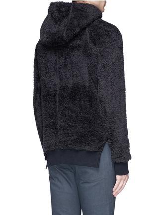 背面 - 点击放大 - SIKI IM / DEN IM - 珊瑚绒质感连帽外套