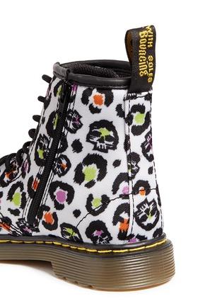 细节 - 点击放大 - DR. MARTENS - 幼儿款豹纹帆布高筒靴
