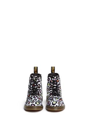 模特儿示范图 - 点击放大 - DR. MARTENS - 幼儿款豹纹帆布高筒靴