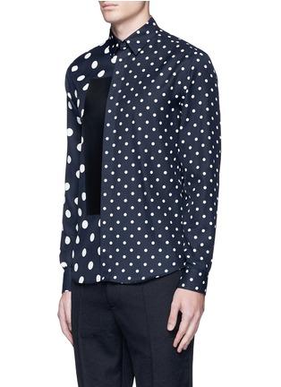 正面 -点击放大 - MC Q - 大小波点皮革拼贴衬衫