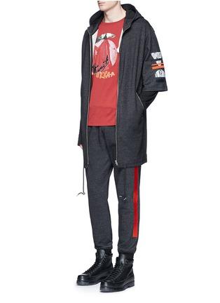 模特儿示范图 - 点击放大 - MC Q - 几何胶印混棉派克大衣