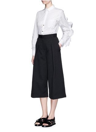 模特儿示范图 - 点击放大 - TOGA ARCHIVES - 荷叶边装饰纯棉衬衫