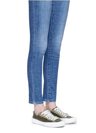 模特儿示范图 - 点击放大 - PEDRO GARCÍA - PARSON缎面拼接系带运动鞋