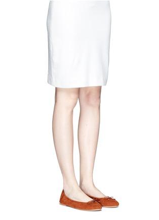模特示范图 - 点击放大 - SAM EDELMAN - FELICIA绒面皮蝴蝶结芭蕾平底鞋