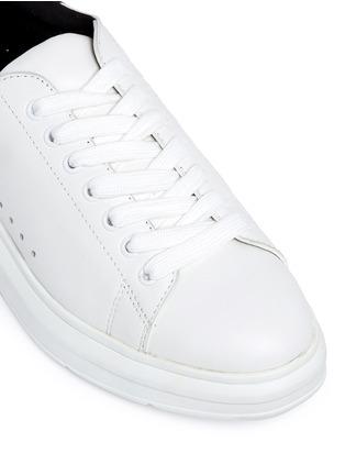 细节 - 点击放大 - PEDDER RED - LORY鱼鳞纹拼色运动鞋