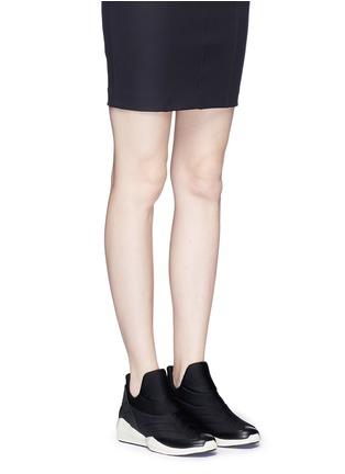 模特示范图 - 点击放大 - ASH - QUID锯齿条纹太空棉球鞋
