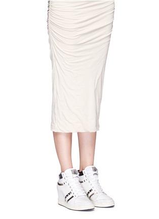 模特儿示范图 - 点击放大 - ASH - PRINCE皮革拼接隐藏式坡跟球鞋