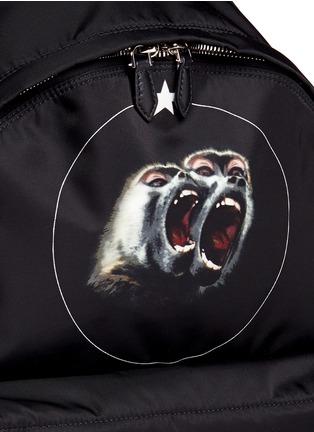 细节 - 点击放大 - GIVENCHY - 猴子星星图案背包