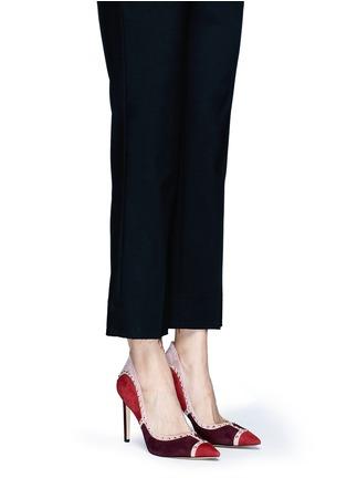 模特示范图 - 点击放大 - SAM EDELMAN - 拼贴设计铆钉装饰绒面真皮高跟鞋