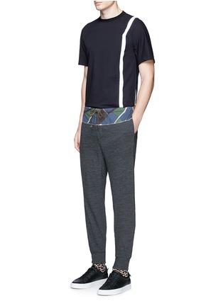 模特儿示范图 - 点击放大 - KOLOR - 条纹拼接混棉T恤