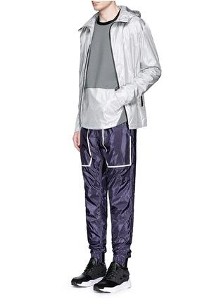 模特儿示范图 - 点击放大 - DYNE - 反光拼贴防水运动裤