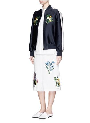 模特示范图 - 点击放大 - STELLA MCCARTNEY - 花卉刺绣低裆羊毛短裤