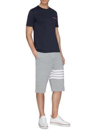 模特儿示范图 - 点击放大 - Thom Browne - 三色条纹纯棉口袋T恤
