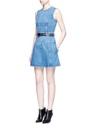 模特示范图 - 点击放大 - ALEXANDER MCQUEEN - 胸衣式拼接牛仔连衣裙