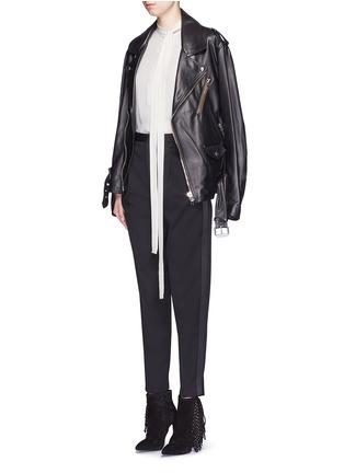 模特儿示范图 - 点击放大 - SAINT LAURENT - 缎面条纹拼接九分裤