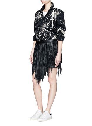 模特儿示范图 - 点击放大 - SAINT LAURENT - 不对称流苏羊皮短裙