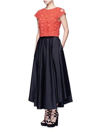 模特示范图 - 点击放大 - ALICE + OLIVIA - POLLIE串珠装饰镂空短款上衣