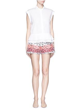 模特示范图 - 点击放大 - GIAMBA - 拼色花卉提花短裤
