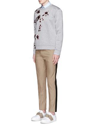 模特儿示范图 - 点击放大 - VALENTINO - 拼色条纹混棉长裤