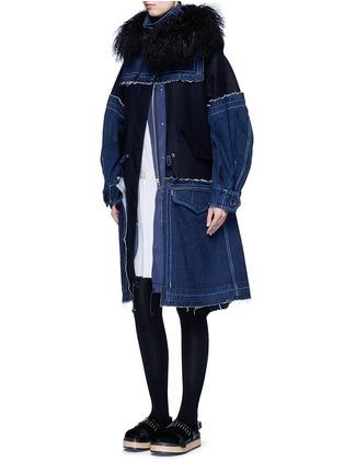 模特示范图 - 点击放大 - SACAI - 丹宁拼接连帽大衣