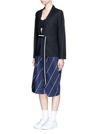 模特儿示范图 - 点击放大 - FFIXXED STUDIOS - 条纹带装饰混羊毛西服外套