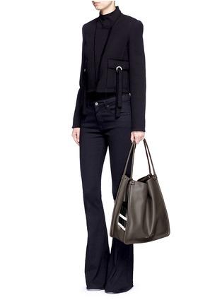 模特示范图 - 点击放大 - PROENZA SCHOULER - 品牌标志真皮托特包