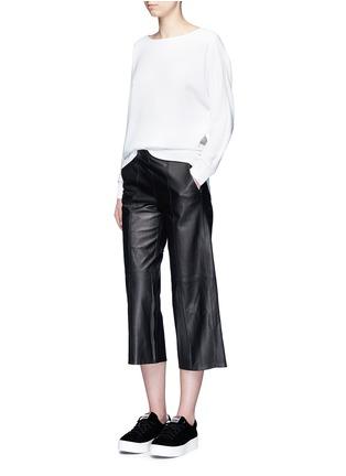 模特示范图 - 点击放大 - VINCE - 羊皮七分阔腿裙裤
