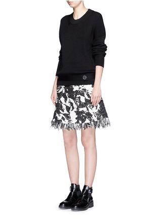模特示范图 - 点击放大 - NEIL BARRETT - 腰带圆领针织衫