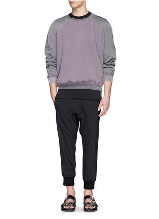模特儿示范图 - 点击放大 - HAIDER ACKERMANN - 撞色拼贴卫衣