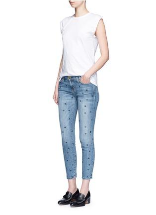 模特示范图 - 点击放大 - CURRENT/ELLIOTT - THE STILETTO星形图案九分修身牛仔裤
