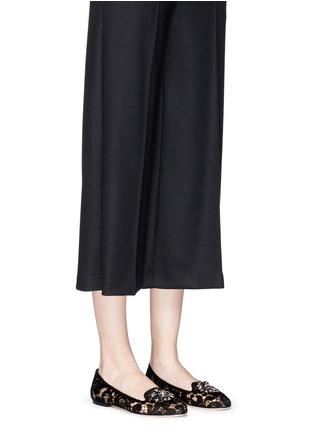模特儿示范图 - 点击放大 - DOLCE & GABBANA - 蕾丝仿水晶平底鞋