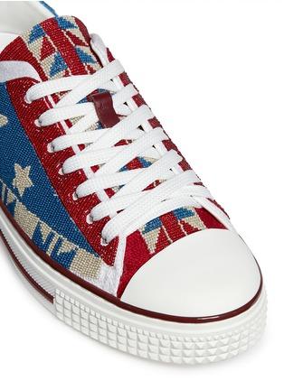 细节 - 点击放大 - VALENTINO - 星星几何珠饰帆布鞋