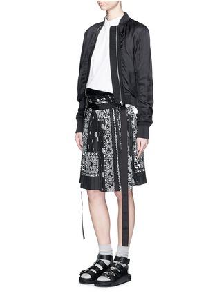 模特示范图 - 点击放大 - SACAI - 班达纳印花百褶阔腿裙裤