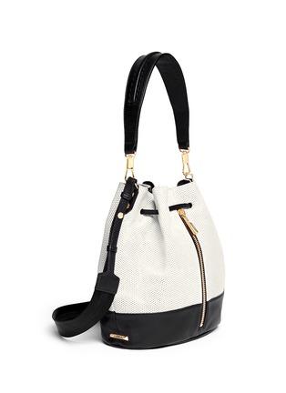 正面 - 点击放大 - ELIZABETH AND JAMES - 'Cynnie' perforated leather bucket bag