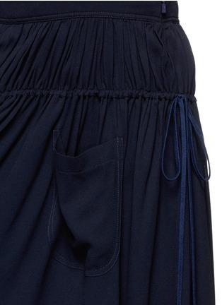细节 - 点击放大 - CHLOÉ - 金属钩扣吊带百褶连衣裙