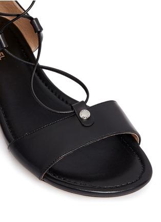 细节 - 点击放大 - MICHAEL KORS - 交叉系带罗马凉鞋