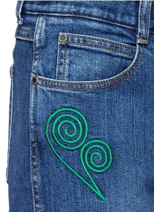 细节 - 点击放大 - STELLA MCCARTNEY - 卡通刺绣棉质牛仔裤