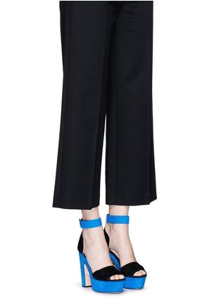 模特示范图 - 点击放大 - NICHOLAS KIRKWOOD - 拼色绒面真皮高跟凉鞋