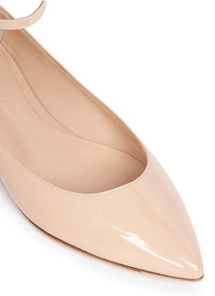 细节 - 点击放大 - GIANVITO ROSSI - 尖头踝带漆皮平底鞋