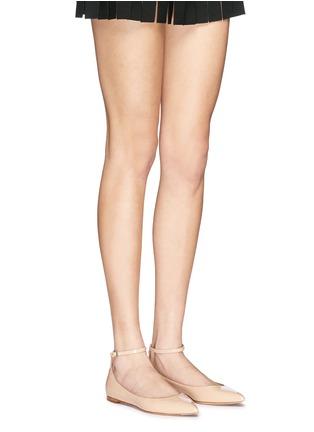模特示范图 - 点击放大 - GIANVITO ROSSI - 尖头踝带漆皮平底鞋