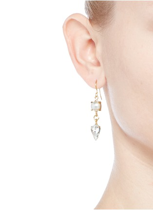 模特示范图 - 点击放大 - JOOMI LIM - SCREW U人造珍珠仿水晶垂坠耳环