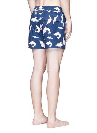 背面 - 点击放大 - MĀZŬ - TAI O海豚印花游泳短裤